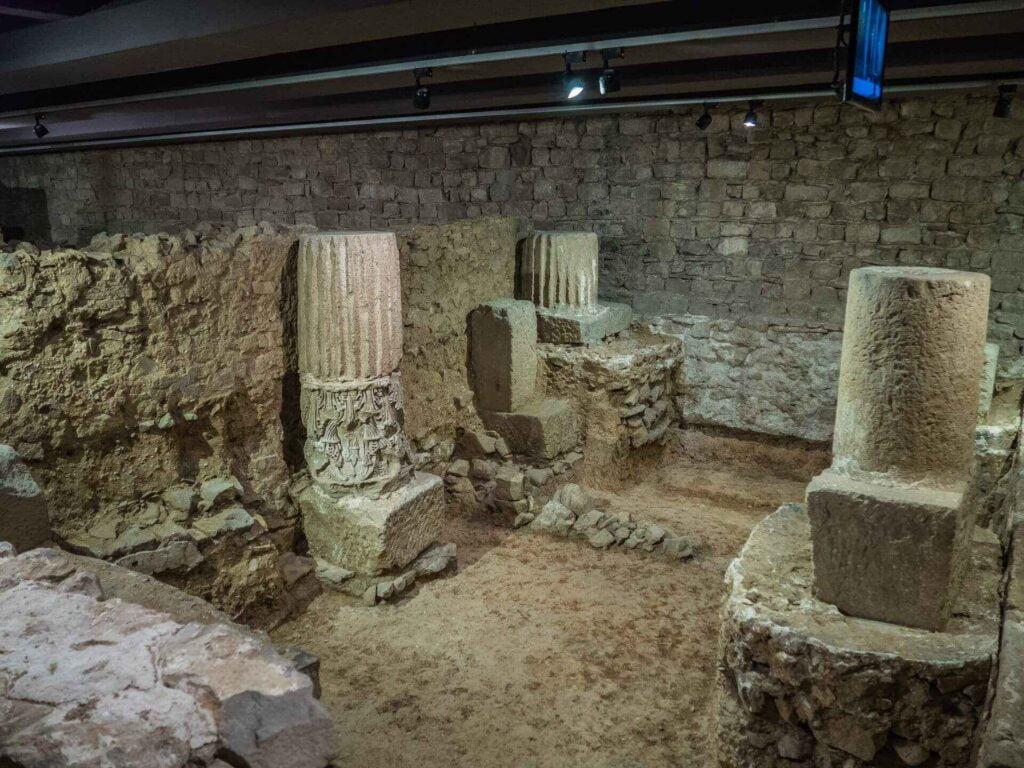 muzeum historii miasta Barcelona resztki kolumn