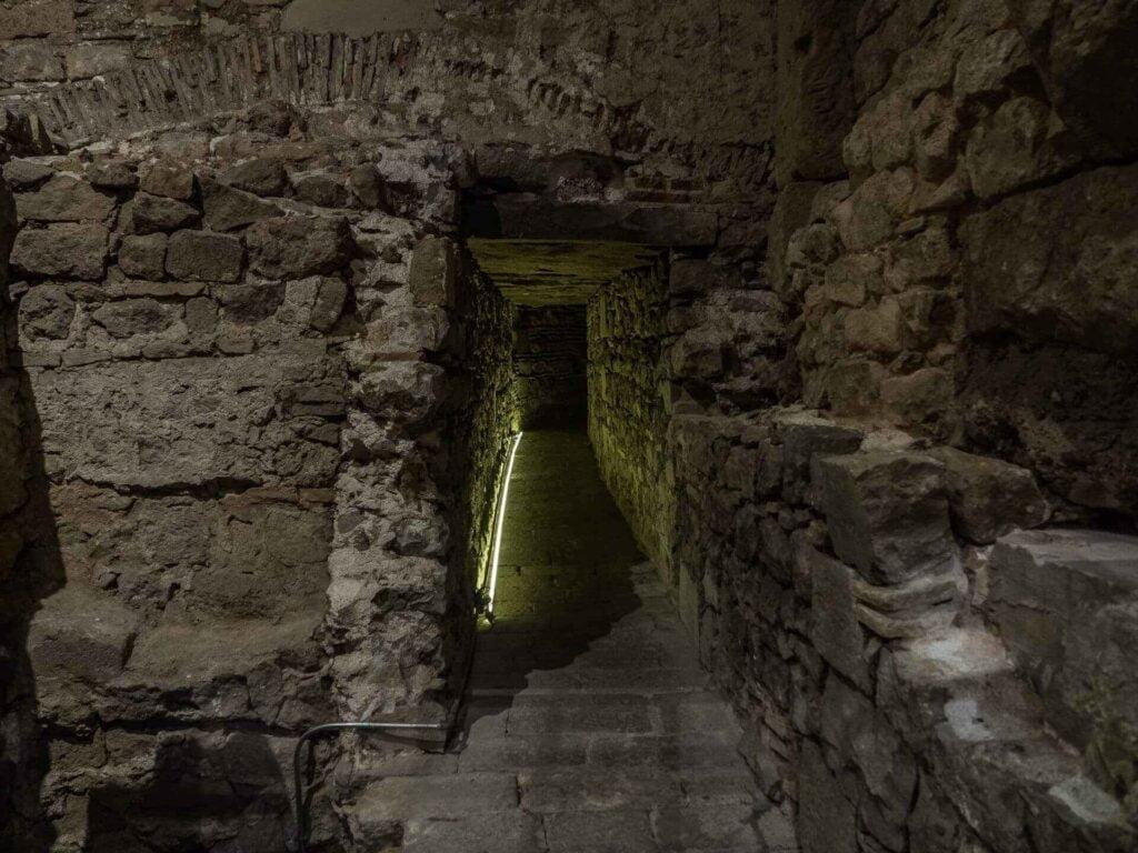 muzeum historii miasta Barcelona  długi korytarz
