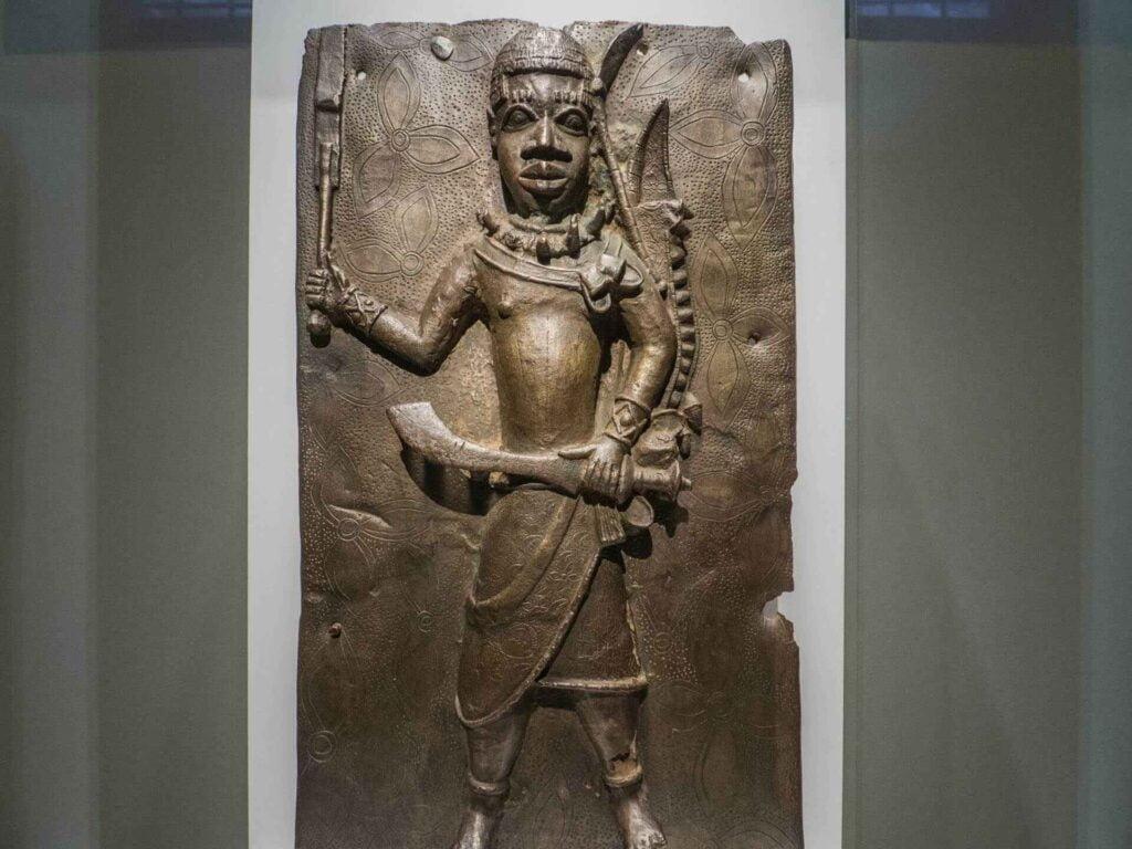 muzeum kultur świata czarna płaskorzeźba z Afryki