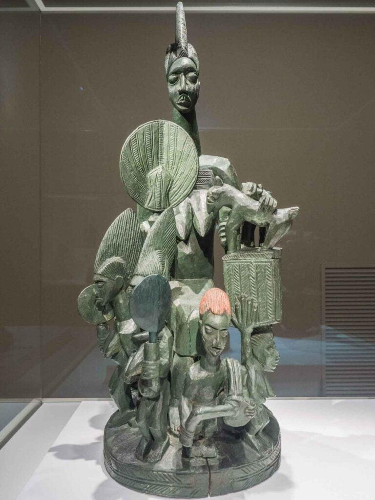 muzeum kultur świata zielona rzeźba