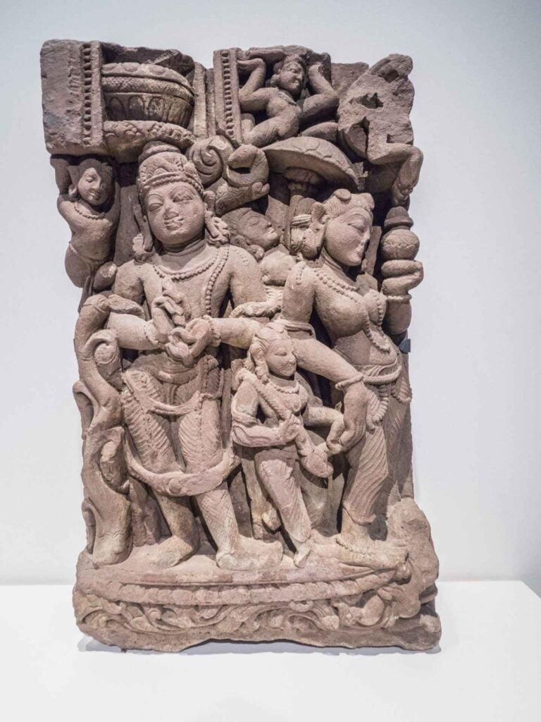 muzeum kultur świata płaskorzeźba