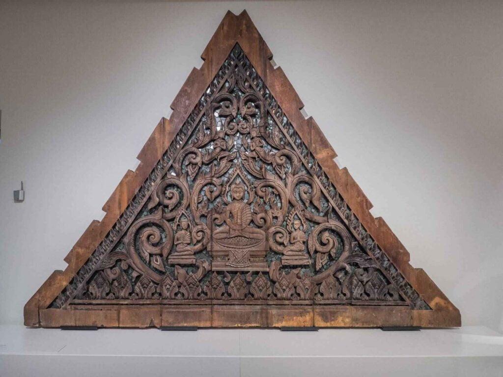 muzeum kultur świata płaskorzezba