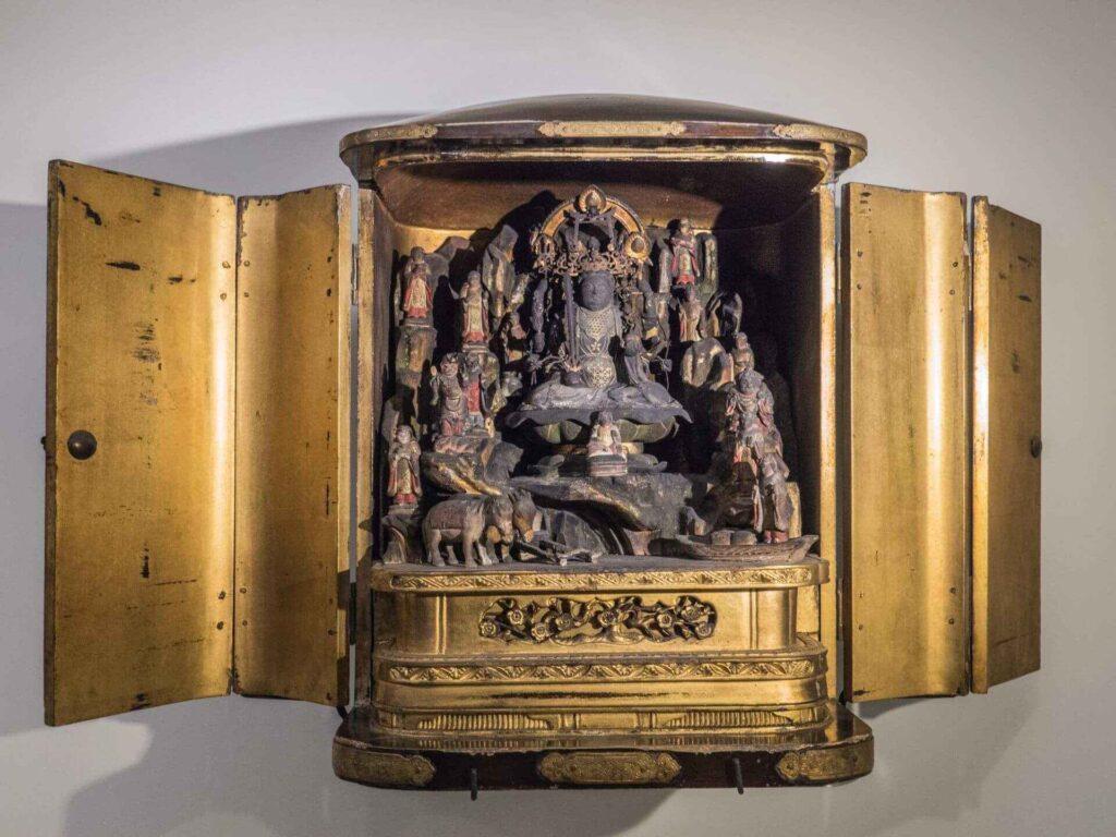 muzeum kultur świata skrzynka z ołtarzykiem