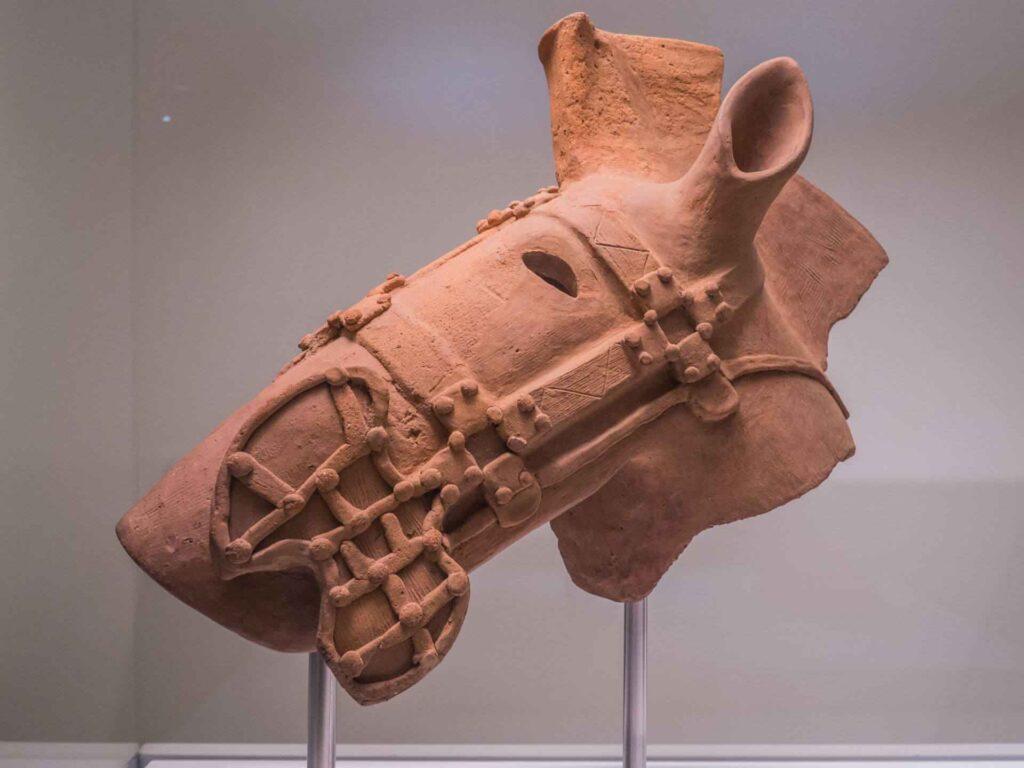 muzeum kultur świata ceramiczna głowa konia