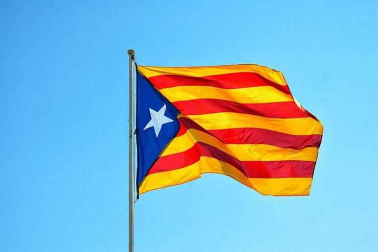 Senyera flaga katalonii 4 pasy i gwiazda