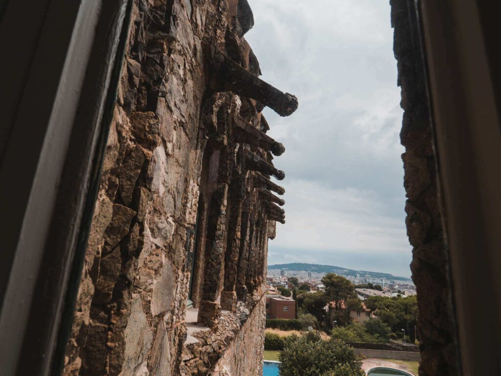Balkon budynku i widok na miasto