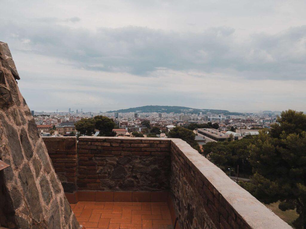 Widok z tarasu na Barcelonę