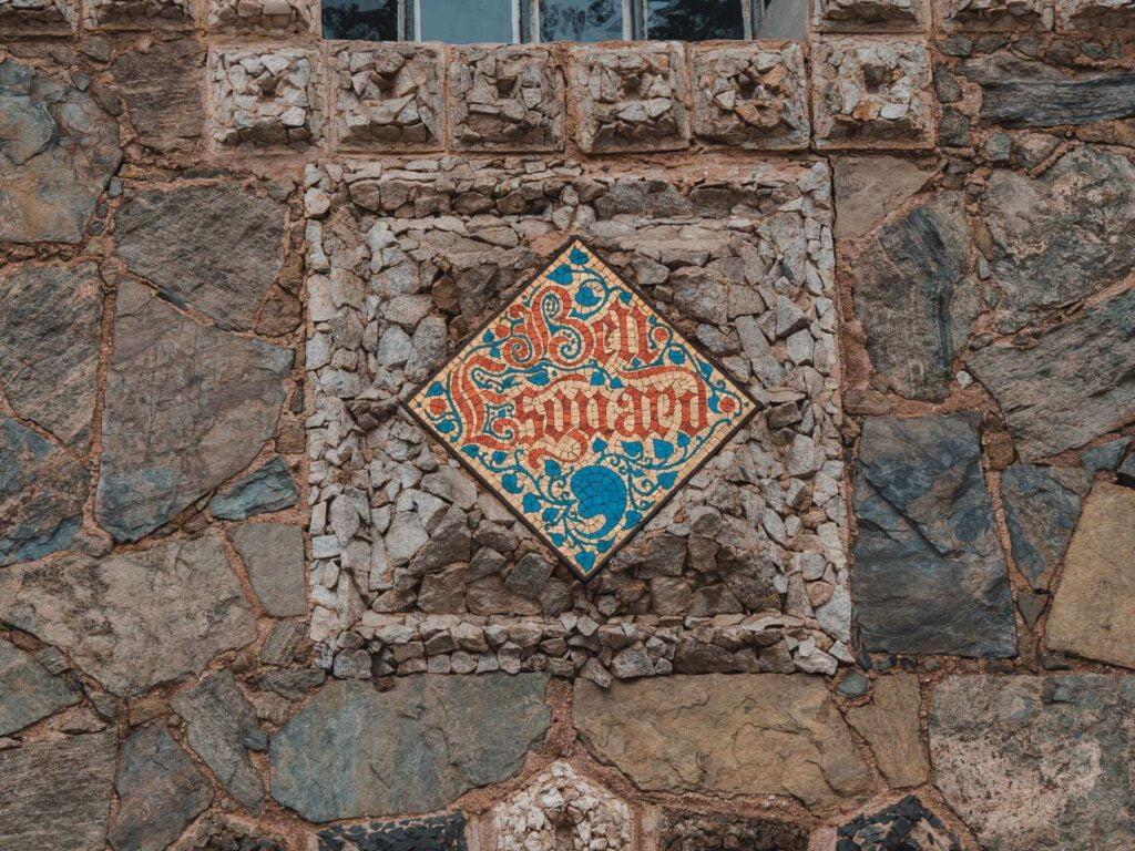 Mozaika z podpisame domu